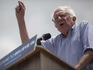 Protesters rush stage at Sanders event in Calif.