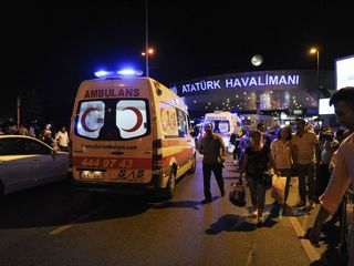 Suicide bombers kill more than 30 in Istanbul