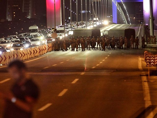 3000 suspected Turkish military coup plotters, judges detained