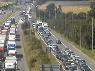 Border checks in Dover cause major traffic jams