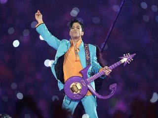 Prince fans mourn singer 1 year after his death