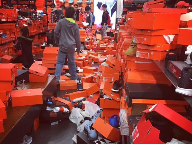 VIRAL: Black Friday shoppers completely trash Nike store