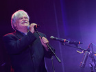 Singer dies on stage at 70th birthday concert