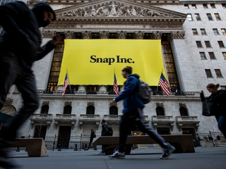 Snapchat gets $100 million from Time Warner