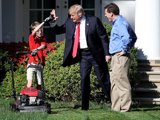 Boy cuts WH grass after writing to Trump